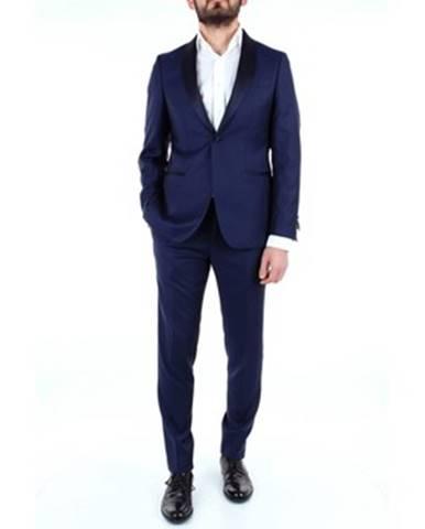 Modrý oblek Richard Owe'n