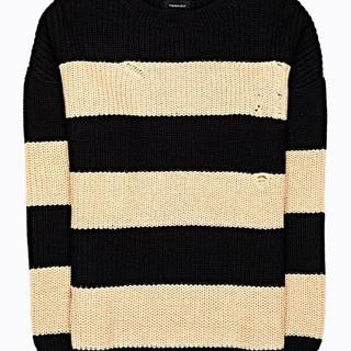 Široký pruhovaný sveter s dierami