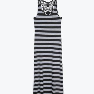 Dlhé plážové šaty s háčkovaným detailom